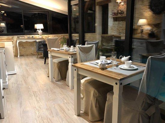 Peyrilles, Frankrijk: espace petits déjeuners