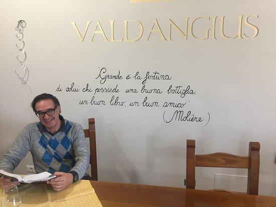Montefalco, Italia: Ecco la scritta di monito agli avventori della Cantina Valdangianus ....