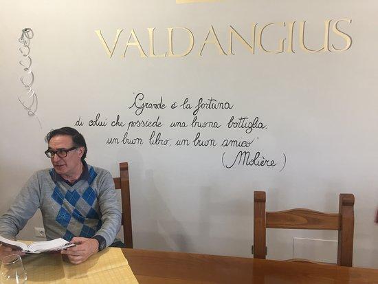 Cantina Valdangius: in attesa della degustazione ..