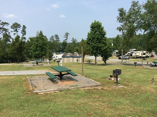 Arrowhead Campground: View showing bath house and camping area