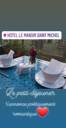 Les confitures de Jérôme,  les clés des chambres,le parc, l'hôtel, le couché de soleil vu de la véranda et les tables du petit-déjeuner