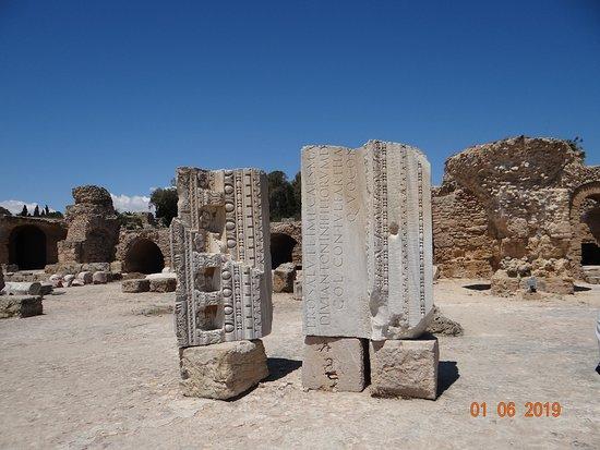 Site Archeologique de Carthage: Надписи на лытыне