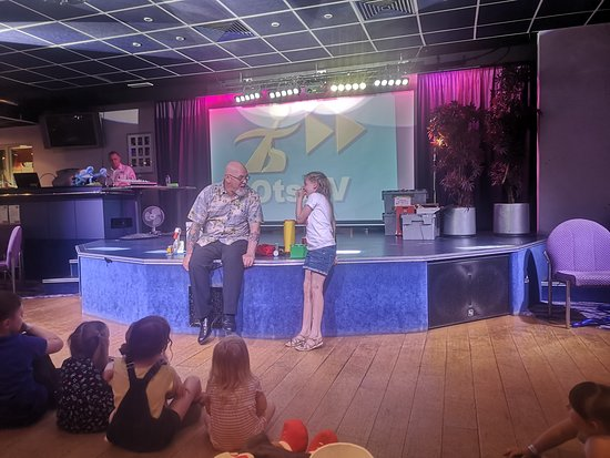 Stanwix Park Holiday Centre: The magic show with Graham!