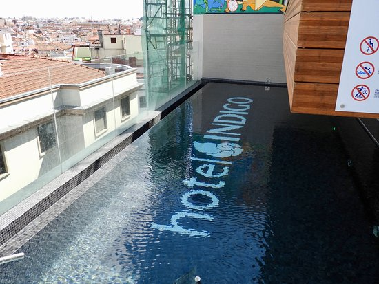 The pool at the rooftop