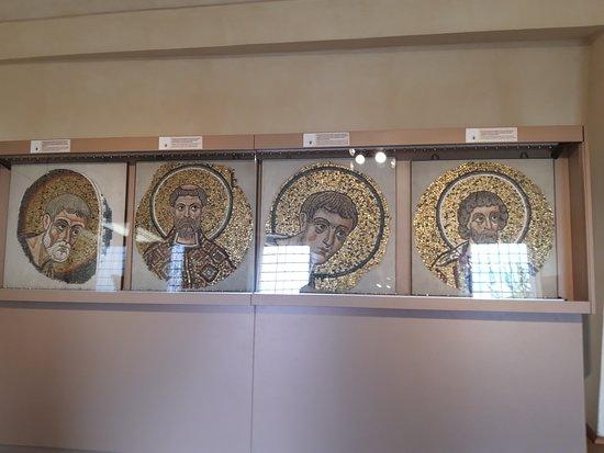 Archiepiscopal Museum: Sala dei mosaici