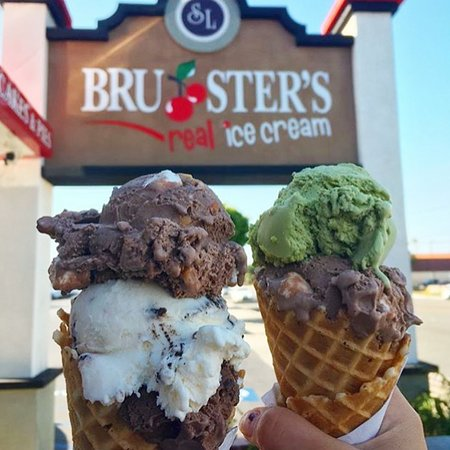 ‪‪Bruster's Real Ice Cream‬: Two Cones‬