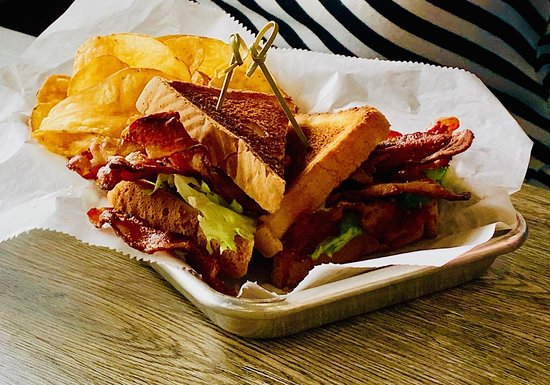 Sandhill Grill: The Sandhill BLT (more chips)