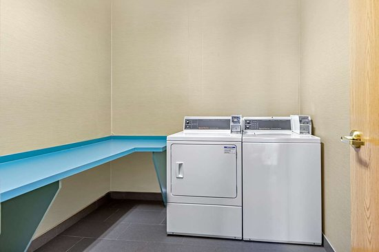 Comfort Inn: Guest laundry facilities