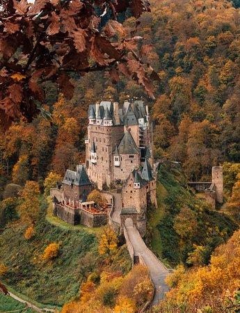 Wierschem, Nemačka: Fall is in session.