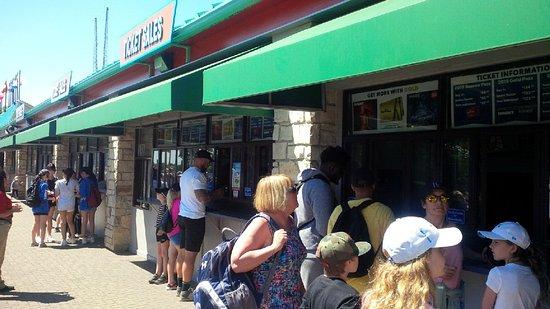 Canada's Wonderland: More queues