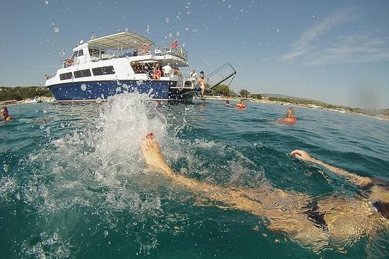 """Blue Lagoon"" Cruise for swimming & barbecue from Ouranoupolis"