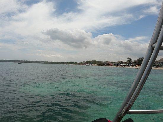 Департамент Боливар, Колумбия: Nos toco buen clima!! Asi se pudo apreciar mejor el verde esmeralda del mar.