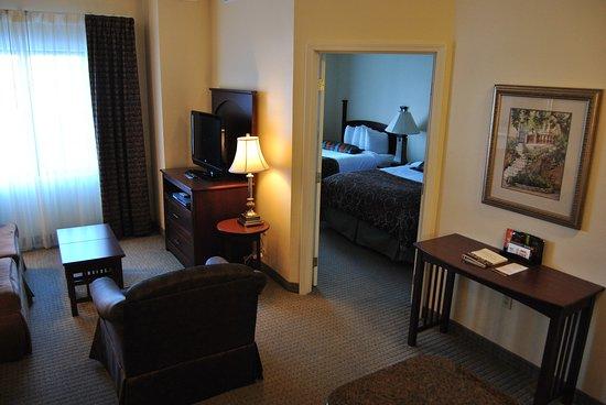 Staybridge Suites East Lansing-Okemos (MSU Area): Guest room