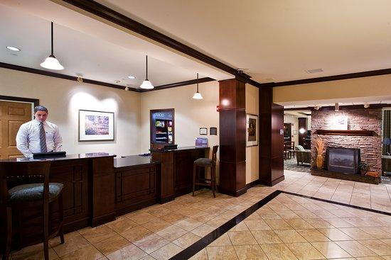 Staybridge Suites East Lansing-Okemos (MSU Area): Lobby