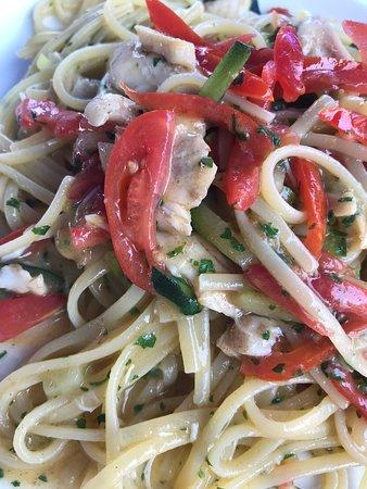 Da Celeste: Linguine con orata, zucchine e filetti di pomodorini