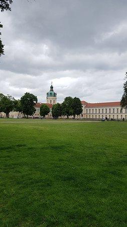 Charlottenburg Palace: มองจากระยะไกล