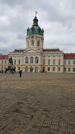 Charlottenburg Palace: ลานหน้าพระราชวัง