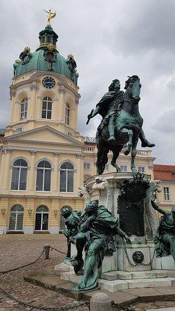 Charlottenburg Palace: อนุสาวรีย์ Friedrich Wilhelm I