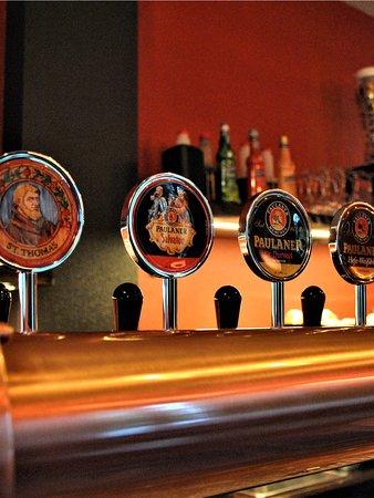 Chicken House: Per accompagnare la nostra specialità abbiamo scelto le migliori birre Paulaner e Hacker. 7 birre alla spina e 5 in bottiglia, non ti resta che scegliere la tua preferita.