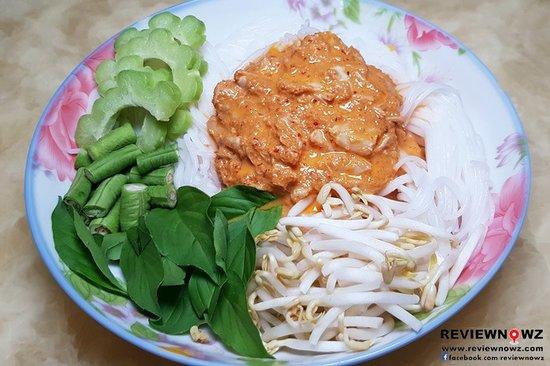 Ban Bueng, تايلاند: ขนมจีนน้ำยาปู