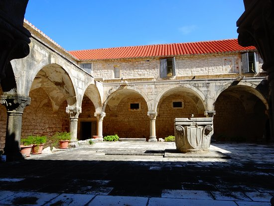 Arbanija, Hrvatska: Inny widok dziedzińca