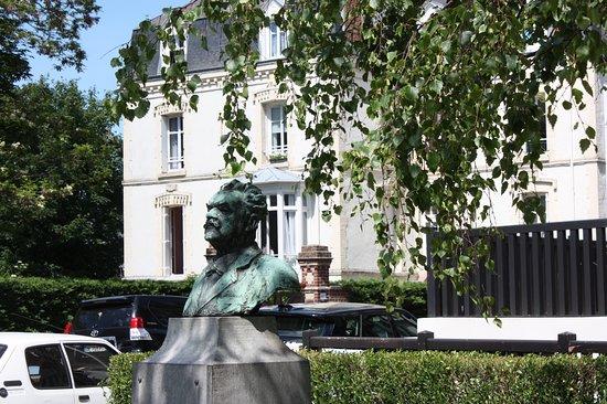 Monument Désiré Le Hoc