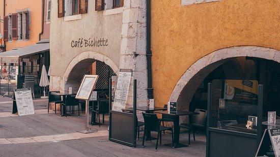 Restauration saine, gourmande et créative. Brunch - Bowls - Tartines -  Produits régionaux et bio 🌿 📍 Café Bichette - 9 rue Perrière, 74000 Annecy