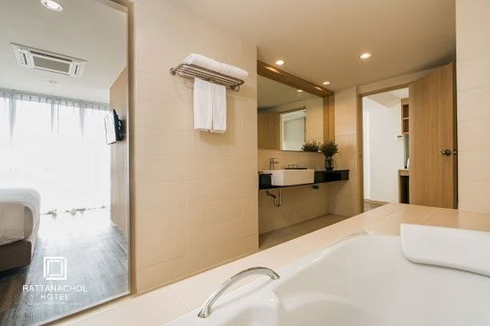 Rattanachol Hotel: Deluxe Room