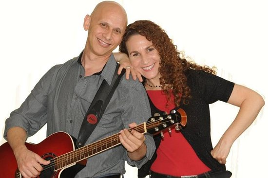 Larry and Mindy - Singing American/English songs from the 60s & 70s - in Israel