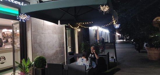 La Cafffetteria dal 1962: Uno spazio comodo per dialogare davanti ad un aperitivo