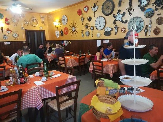 Paitone, Italia: INTERNO ANTICA TRATTORIA LEONE