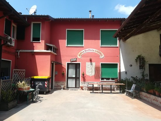 Paitone, إيطاليا: ANTICA TRATTORIA LEONE ESTERNO