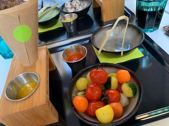 Les Ciboulettes: Boulettes d'agneau et Vegeteballs, excellent, sauce chutney mangue et gingembre et sauce poivrons maison bien entendu