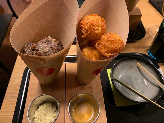 Les Ciboulettes: Boulettes de boeufs et Röstiballs, mayonnaise à la moutarde à l'ancienne et sauce curry pour pouvoir tremper ses boulettes :)