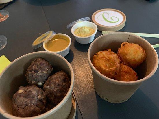 Les Ciboulettes: à l'emporter Boulettes de boeufs, röstiballs, sause curry et mayonnaise maison