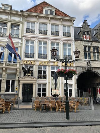 Grand Hotel and Residence De Draak