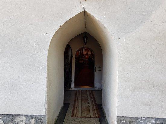 Kosciol pw. Wszystkich Swietych: wejście do kościoła