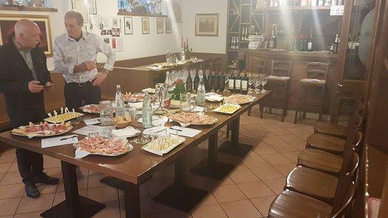 Lodrone, Italia: Pronti per la degustazione vini 30/05/2019 - cantina Falernia