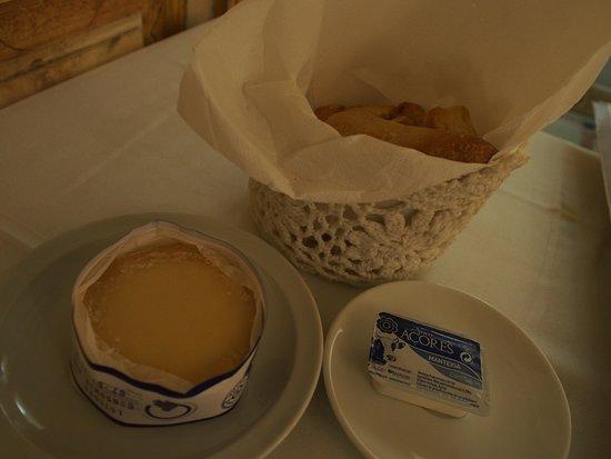 Cafe de Paris: 無啦啦被點的小食