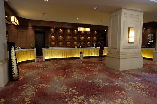 Shangri-La Hotel Jakarta: Lobby, not during rush hour