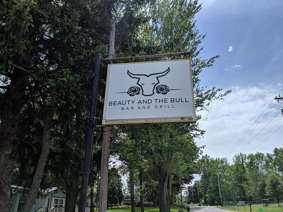 Wolcottville, IN: Beauty & The Bull Bar & Grill