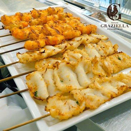 Rosticceria Graziella: Il Pesce è arrivato dalla Graziella! 🐟🦐 Prova i nostri nuovi spiedini di pesce per assaporare il gusto della riviera. 🏖☀😋 #rosticceriagraziella #cucinaromagnola #santarcangelodiromagna