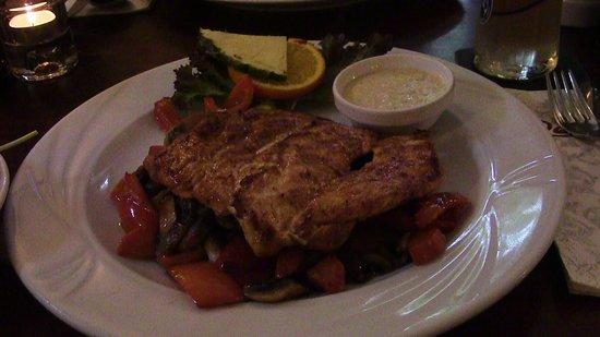 Restaurant Renoir: Chicken breast nicely marinated and fresh veggies