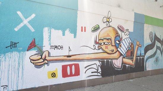 Offbeat Street Art Tour of Chicago: Urban Graffiti, Art, and Murals: Mural