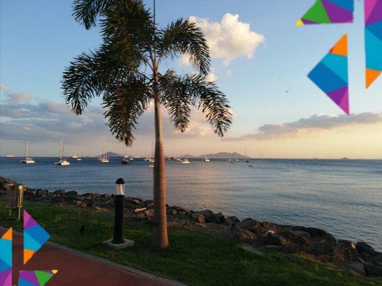 Amador Causeway (Calzada de Amador): Es un excelente lugar para ver la Ciudad de Panamá y las riquezas que contiene; un excelente lugar para relajarse, pasear en bicicleta, caminar o visitar algún restaurante o bar.