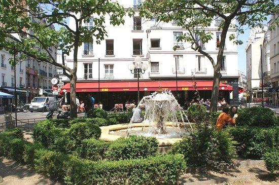 Place de la Contrescarpe: Le centre de la place et le jet d'eau