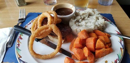 Pizza Den Restaurant: My 6oz Sirloin Steak meal