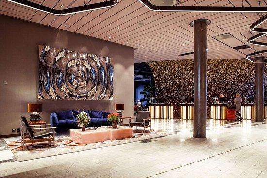 Clarion Hotel The Hub: Hotel lobby