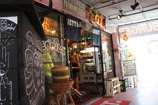 Jetta Burger Market: 店前の大きなハンバーガー