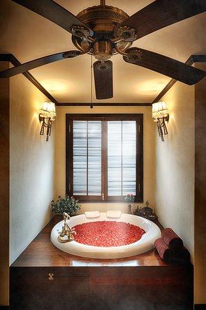 Puripunn Grand Suite's Jacuzzi bathtub.